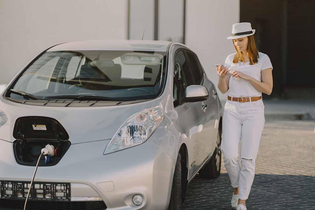 Neuer Umweltbonus für E-Autos ab 1. Juli. Schon jetzt bis zu einem Jahr Wartezeit für manche Modelle.