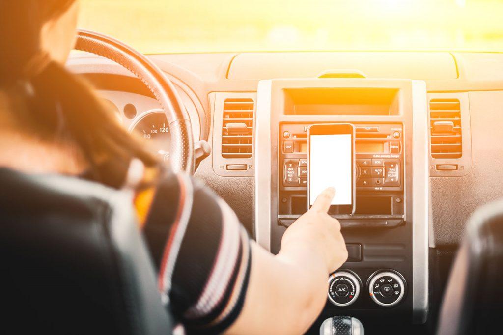 Smartphone-Kompatibiltät spielt wichtige Rolle beim Autokauf